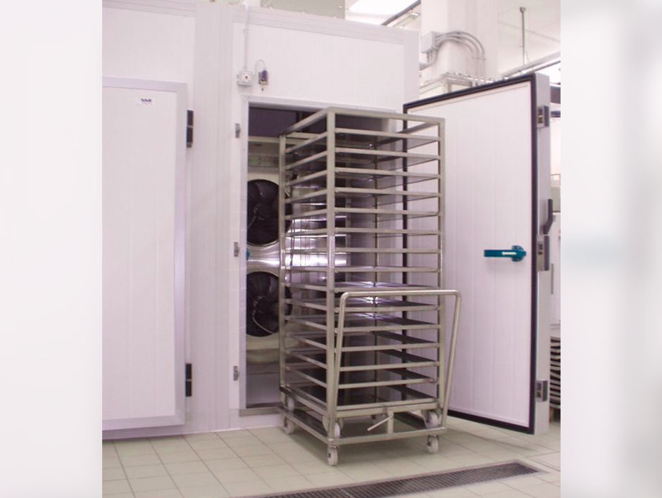 <p>Tunnel with cars for cooling or deep freezing</p> - Industrial and comercial refrigeración equipment